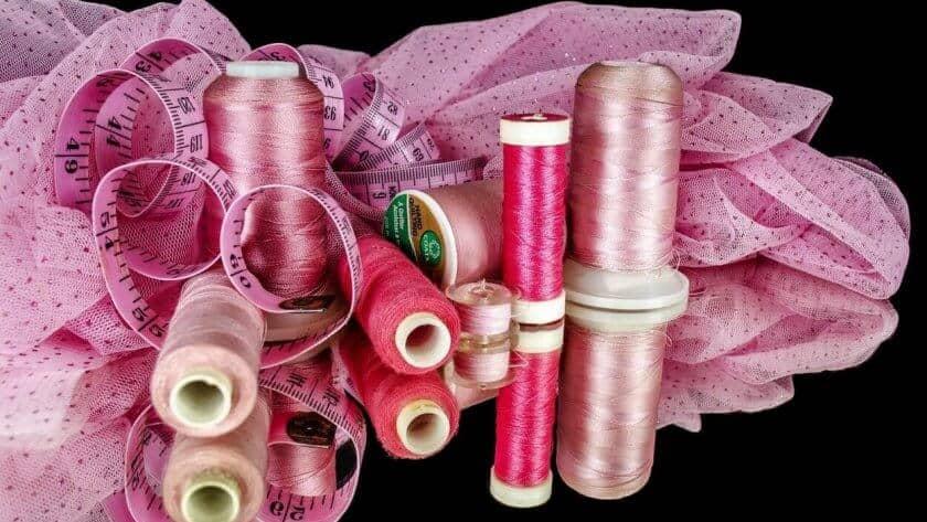 Welke naaimachine, patroon en stof moet ik kiezen voor mijn eerste naaiproject ?
